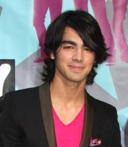 5ace7da9-20ee-47ca-ae53-fee0dbf2ad64joe jonas-jtm-037026-1